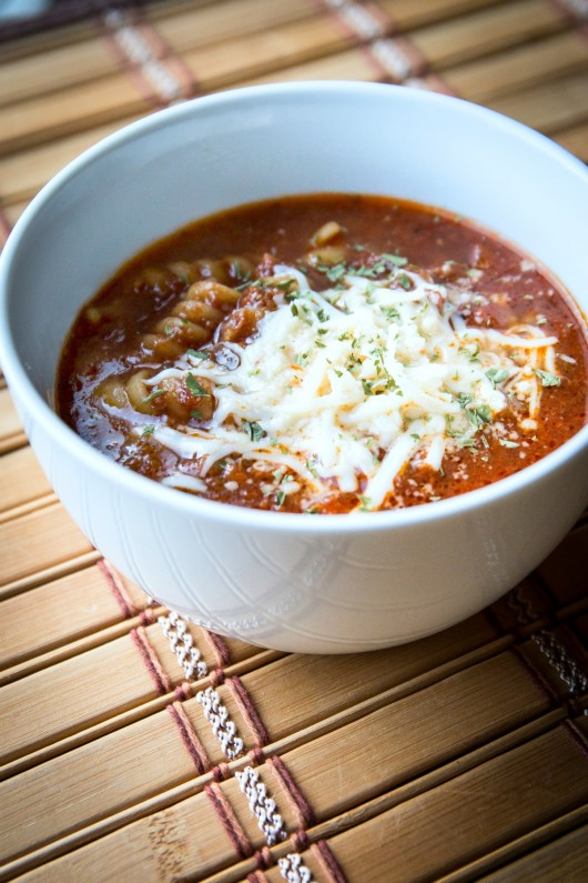 This slow cooker lasagna soup recipe is so delicious. It's perfect for the whole family and a great way to put your Crock Pot to use. //evolvingmotherhood.com