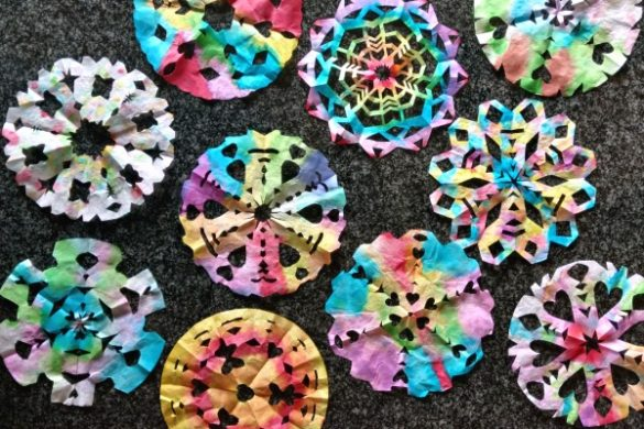This watercolor snowflake craft is easy, fun, and a little bit addictive. It'll keep you and your kids busy for a long while. // evolvingmotherhood.com