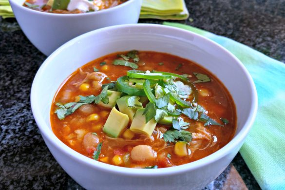 This is the best pressure cooker chicken chili recipe out there! So yummy! // evolvingmotherhood.com